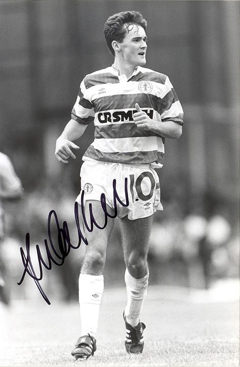 Andy Walker, Glasgow Celtic, signed 8.5x5.5 inch press photo.