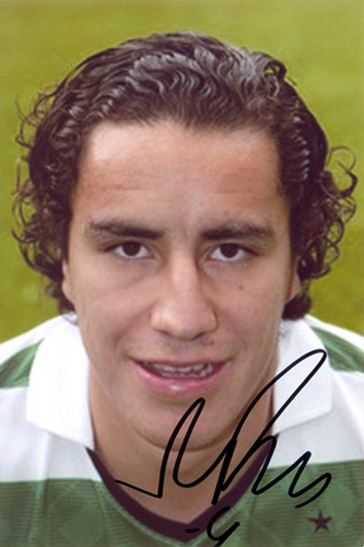 Efrain Juarez, Glasgow Celtic, signed 6x4 inch photo.