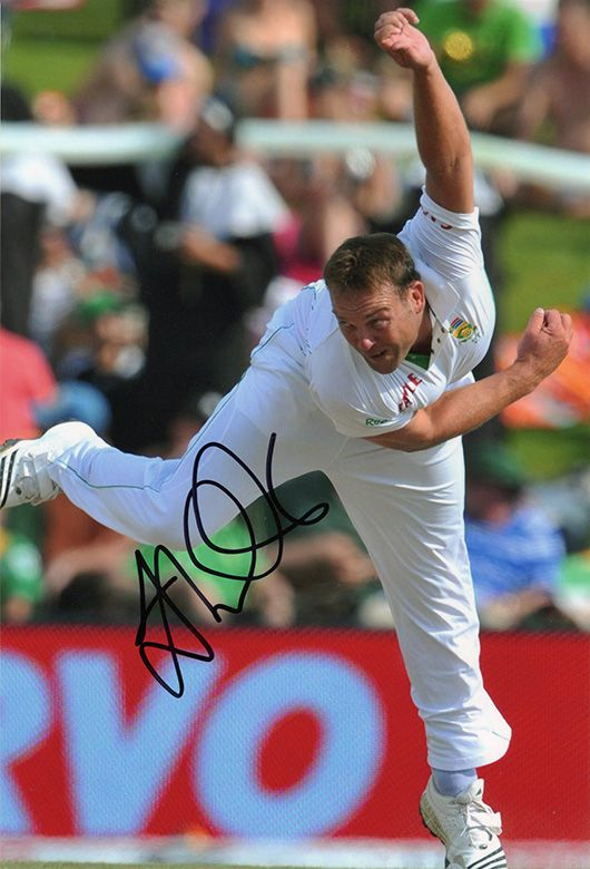 Jacques Kallis, South Africa, signed 12x8 inch photo. (4)