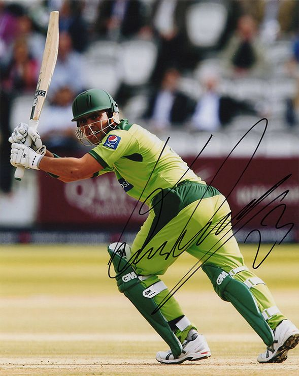Kamran Akmal, Pakistan, signed 10x8 inch photo. (2)