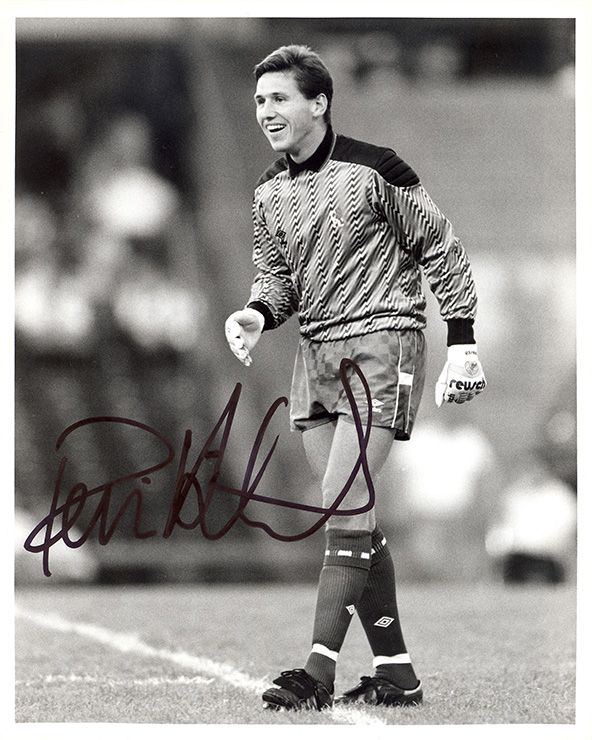 Kevin Hitchcock, Chelsea, signed 10x8 inch press photo.