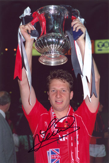 Lee Martin, Manchester Utd, signed 12x8 inch photo.(2)