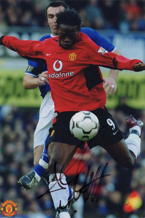 Louis Saha, Manchester Utd, signed 7.5x5.0 inch photo.