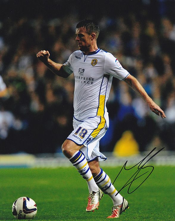 Michael Tonge, Leeds Utd, signed 10x8 inch photo.