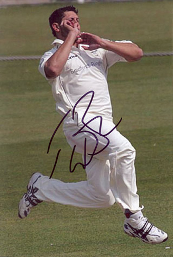 Tim Bresnan, Yorkshire & England, signed 6x4 inch photo.(3)